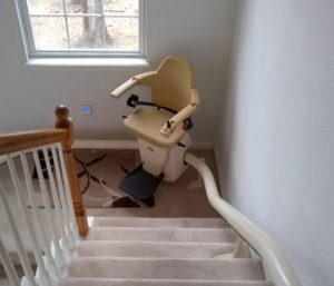 handicare-freecurve-stairlift-options-hme-installed-columbia-illinois